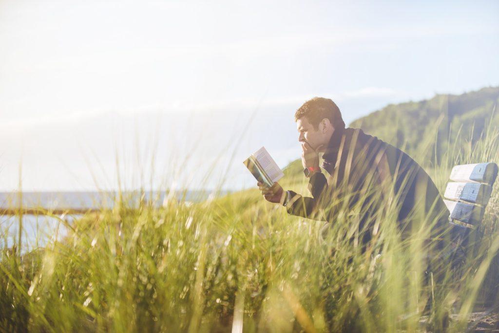 Lonet.Academy svešvalodu privātskolotāji iesaka: lasi angļu valodā katru dienu. Lasīšana ļoti palīdz iemācīties angļu valodu ātri.